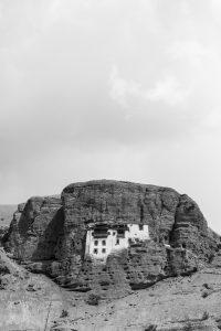 """segnalata - """"Il monastero di Shargol-mattoni di terra nella roccia"""", Ladakh (India) di Edoardo Paolo Ferrari (Italia)"""
